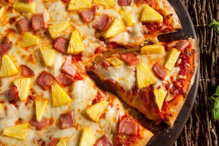 放上鳳梨的夏威夷披薩/圖片截自menulog