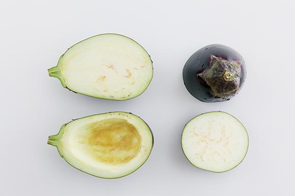 日本蛋茄或美國茄,可以把中間的茄肉挖去。 圖片來源/《餐桌上的蔬菜百科》
