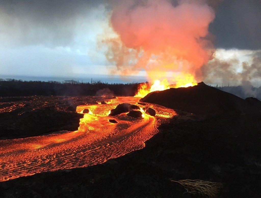 圖為2018年美國夏威夷基拉韋亞火山噴發。 圖/歐新社