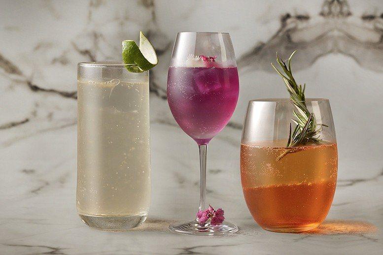 下班後輕鬆喝一杯何處去?今年春天開幕的台北國泰萬怡酒店,14樓的露天酒吧推出三款...