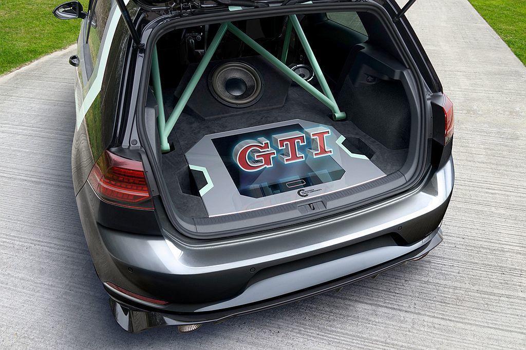 福斯Golf GTI Aurora概念車除拆除後座安裝高達3,500W的音響系統...