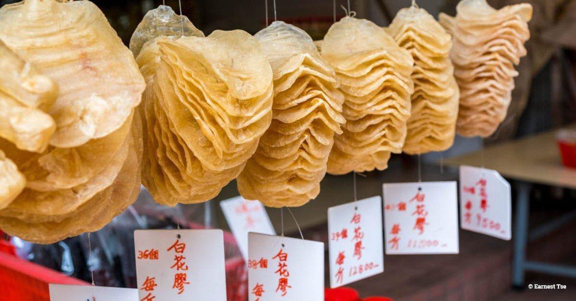「花膠」最常見的烹煮方式為燉湯、製成中藥材,或風乾成魚鰾乾。由於魚鰾富含膠原蛋白...