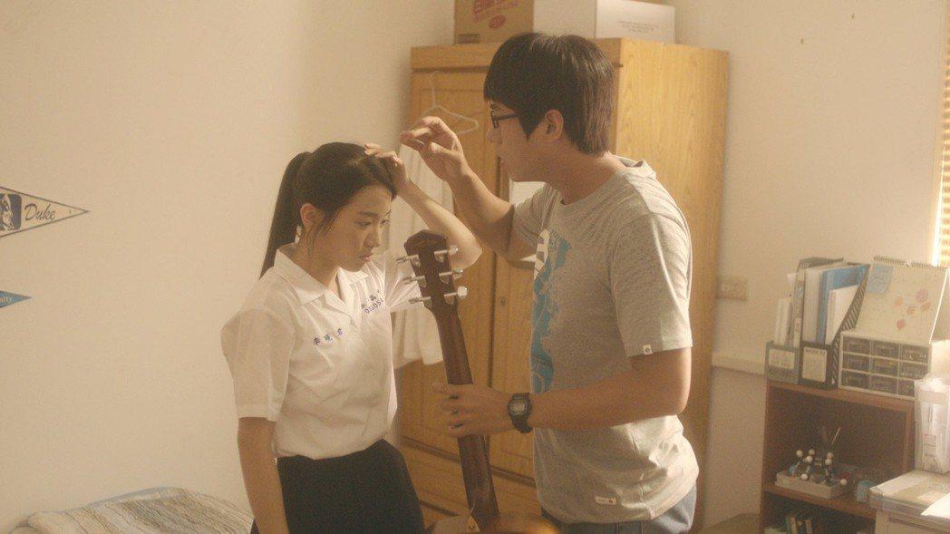 蔡瑞雪(左)飾演的「李曉君」暗戀莊凱勛。圖/公視提供