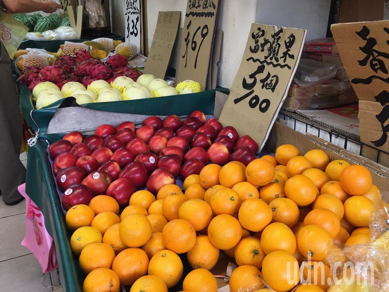營養師林孟瑜表示,水果飯前飯後都可以吃,但水果有熱量,一餐水果的理想攝取量為一份...