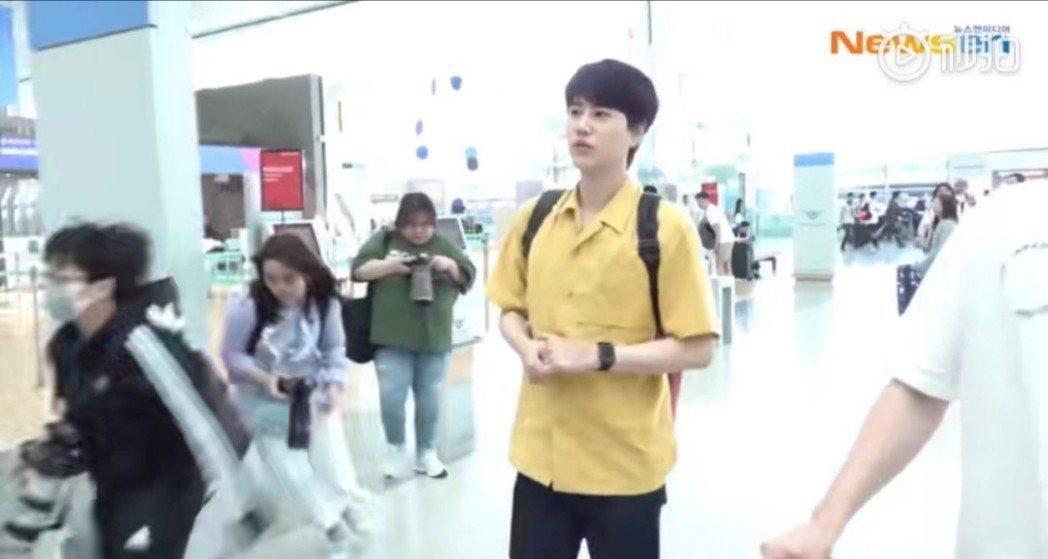 圭賢從仁川機場出發來台。圖/摘自newsen秒拍