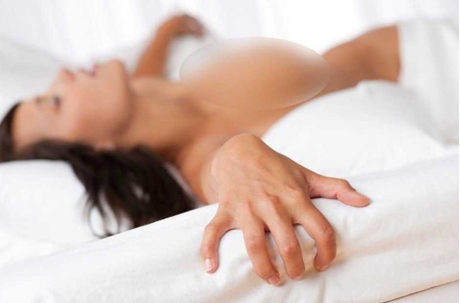 李男趁女子酒醉伸舌頭、用手偷摸下體,被依趁機猥褻判刑8個月。示意圖/ingima...