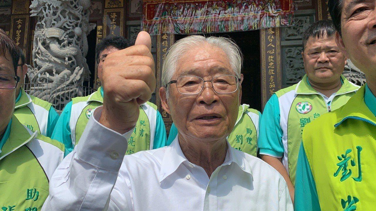 台南獨派大老、國策顧問黃崑虎接受媒體訪問題,對於是否支持蔡賴配,強調民調出來前不...