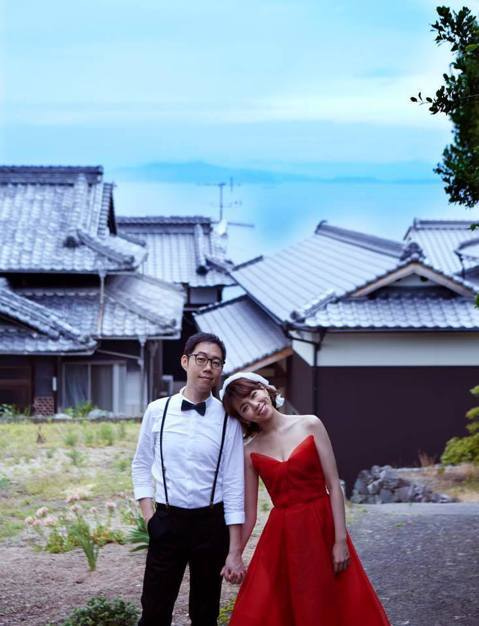 34歲夏于喬在臉書上宣告結婚,情定導演林書宇,秀出多張婚紗照時,還寫下「接下來的日子請多多指教,我們的人生正式進入下一個階段了,祝福我們」,立刻引來許多網友祝福。夏于喬與林書宇回到日本小豆島拍婚紗照...