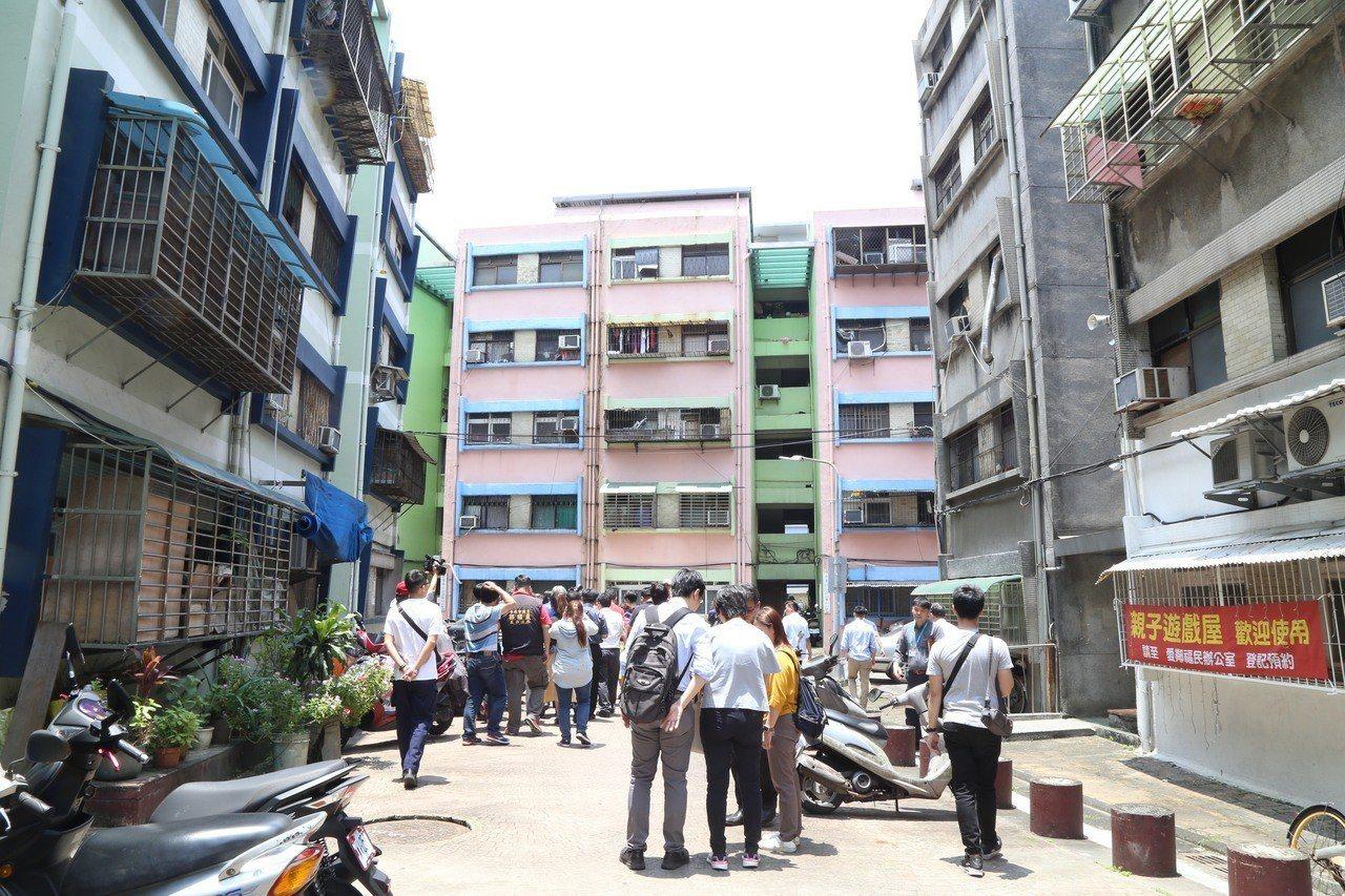 北市萬華區福民平宅預計明年改建成公宅,整體釋出282戶。記者魏莨伊/攝影