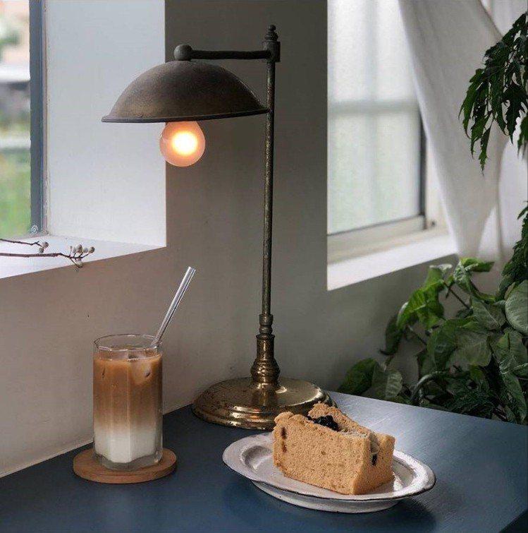 「小花徑咖啡」戚風蛋糕獲網友推薦。IG @miinlee提供
