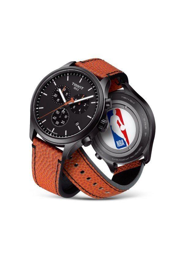 天梭NBA特別版CHRONO XL腕表,採用了可更換後底蓋的設計,能隨配戴者心情...