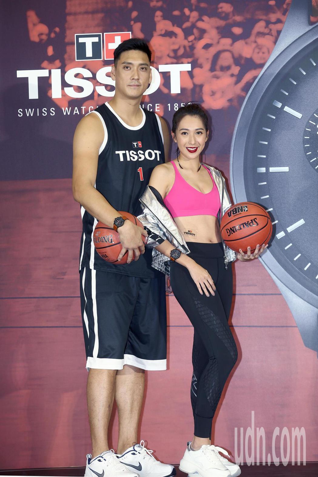 楊晴(右)與籃球明星田壘(左)下午一起出席天梭表 2019 NBA特別款發表會,...
