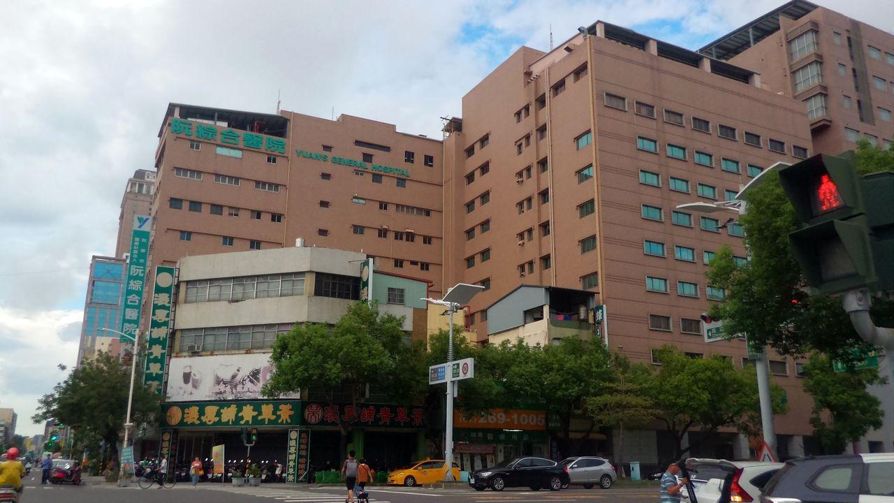 高雄阮綜合醫院今改選董事,卻發生副院長妻子遇襲。記者林保光/攝影