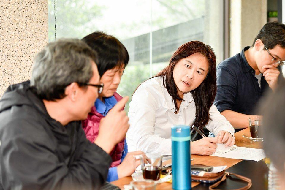 台北市長柯文哲今天在市政總質詢上,被議員詢問對於捷運「汐止民生線」的看法,柯文哲...