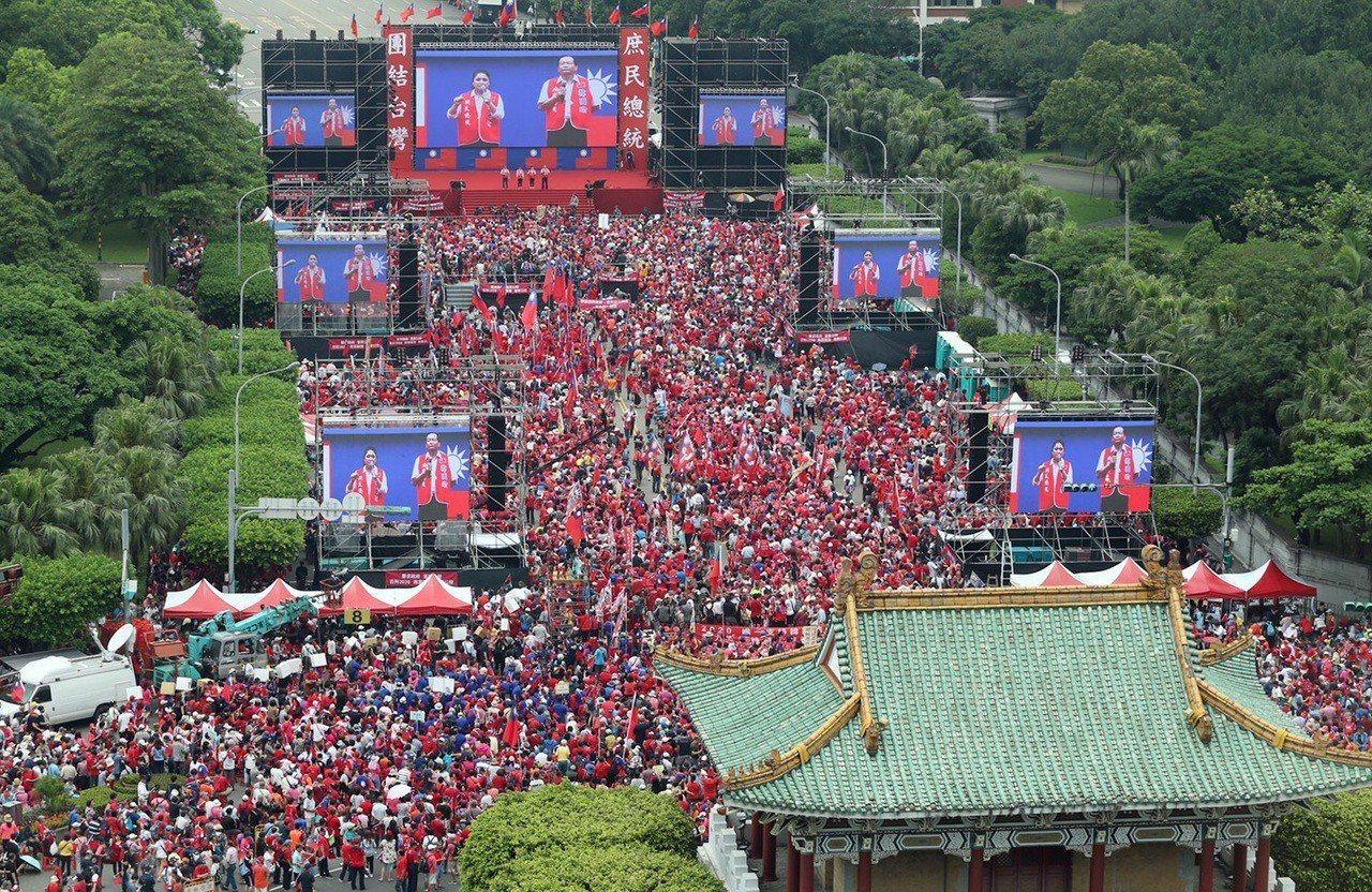 挺韓團體下午在總統府前凱道舉辦「庶民總統團結台灣、決戰二○二○贏回台灣」挺韓造勢...