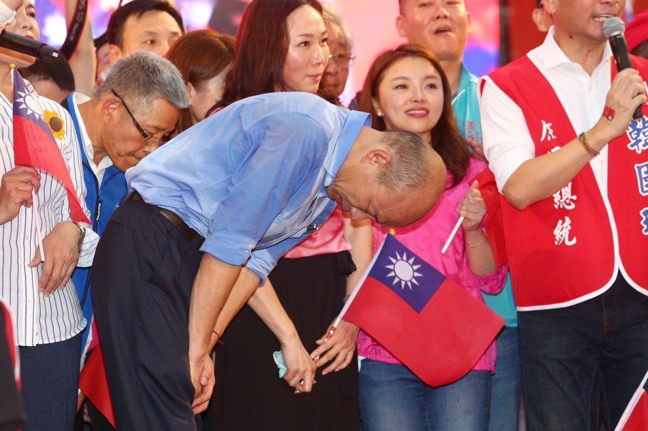 韓國瑜致詞宣布2020將承擔重任,為了中華民國不惜粉身碎骨,黨內總統提名競爭對手...