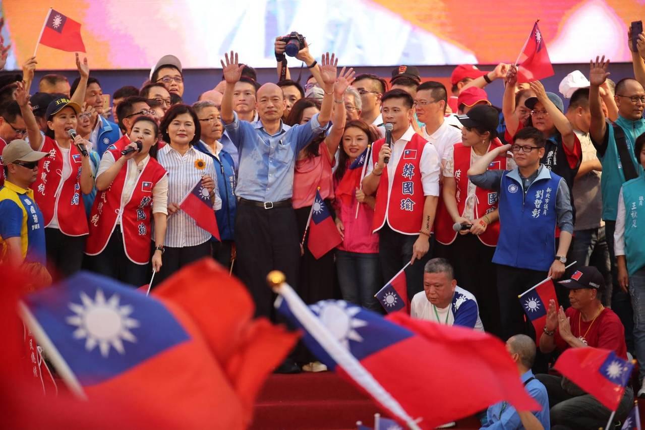 韓國瑜致詞宣布2020將承擔重任,為了中華民國不惜粉身碎骨。記者王騰毅/攝影