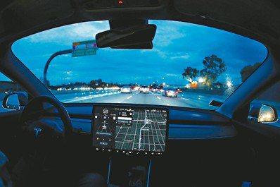 傳統汽車製造商正迎來「百年一遇的巨大變革」,面對科技巨擘以雄厚資金及先進技術跨界...
