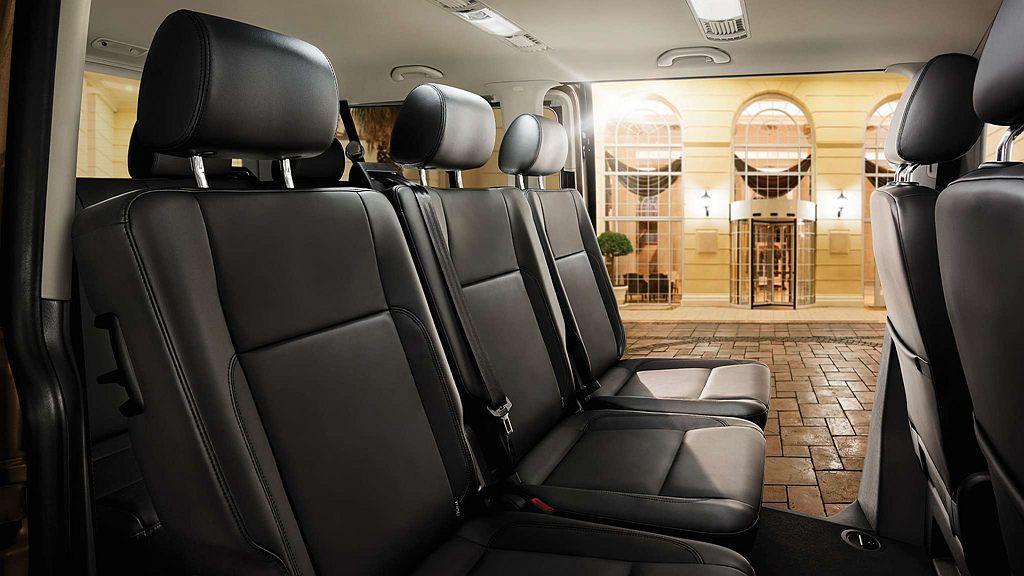 福斯商旅Caravelle提供最多9人座車艙佈局,動力搭載2.0L渦輪柴油引擎,...