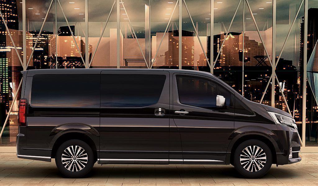 超長軸商旅車不僅最多提供到9人乘坐,車身長度更是超過5,000mm甚至達5,30...