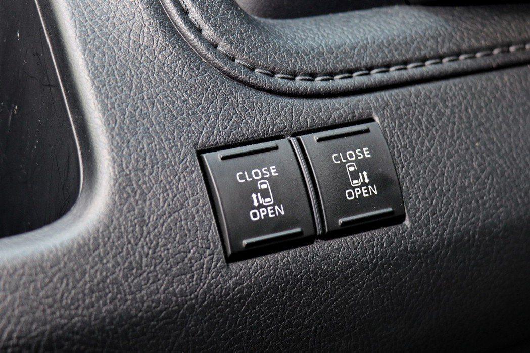 駕駛人可透過控制鍵來啟閉電動滑門。 記者陳威任/攝影