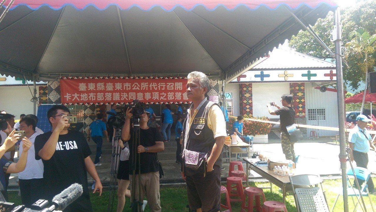 反對光電開發案族人,揚言向台東政縣府提出告訴。記者尤聰光/攝影