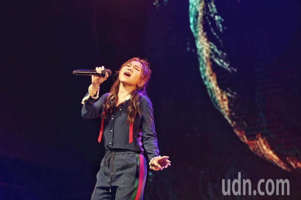 蔡健雅6/1日舉辦《我要給世界最悠長的濕吻》音樂分享會,現場也演唱專輯中最新歌曲...