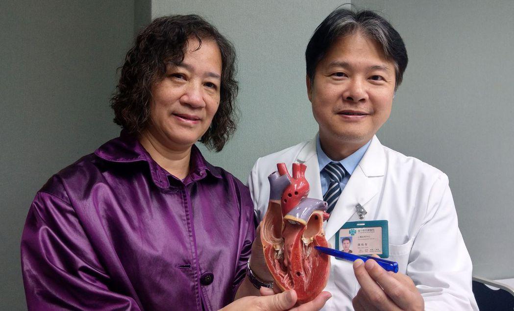 58歲黃姓會計(左)去年因二尖瓣逆流嚴重,經醫師魏皓智(右)開刀修補二尖瓣後,恢...