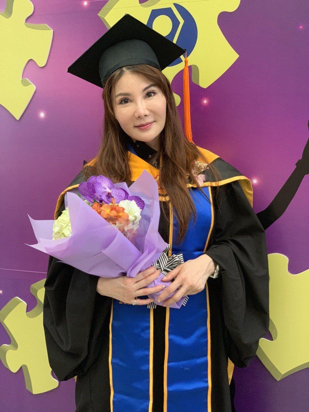 楊麗菁參加台科大EMBA畢業典禮。記者陳慧貞/攝影