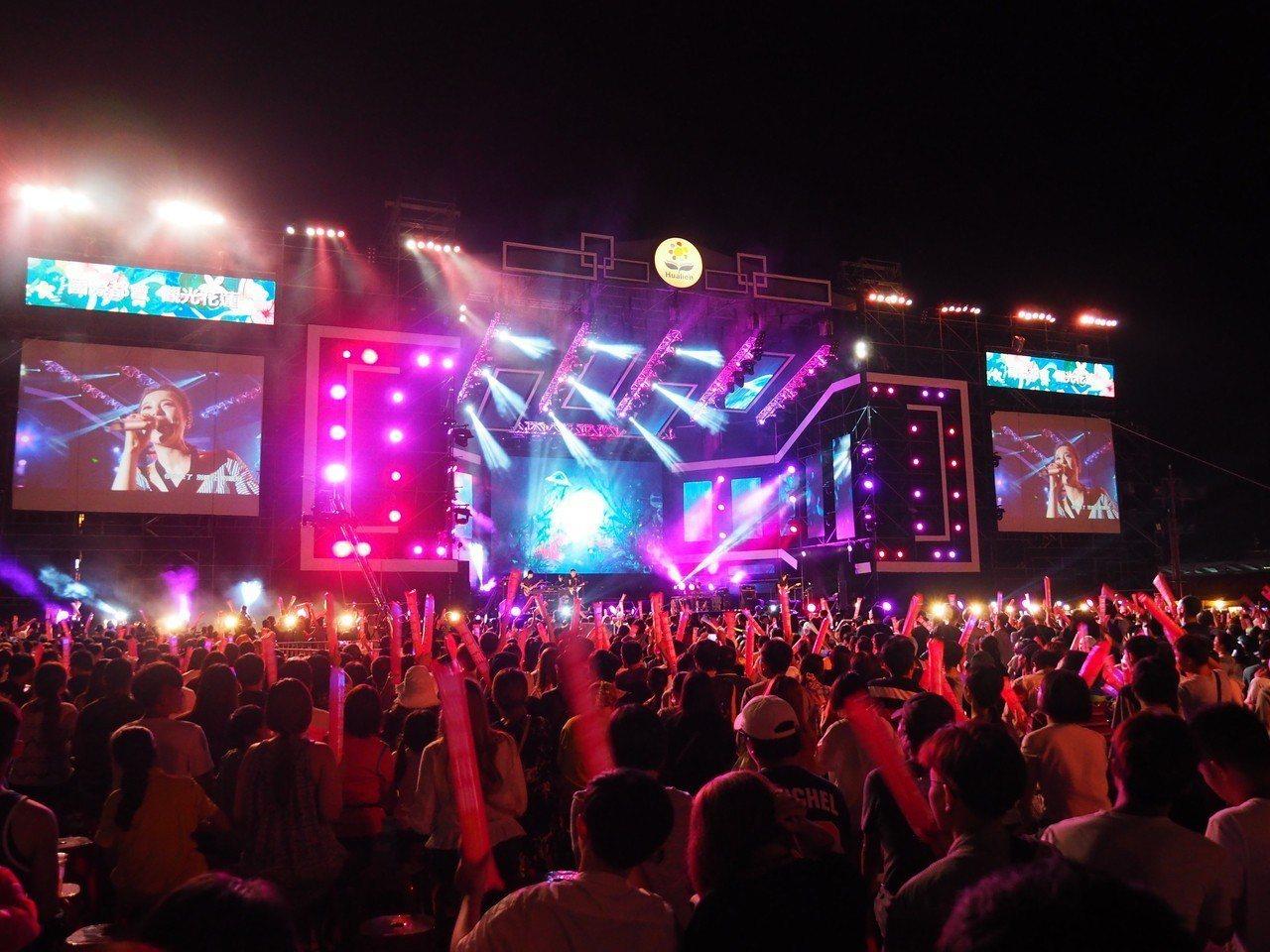 花蓮夏戀嘉年華每年邀請多組巨星、藝人到花蓮表演,是夏天旗艦型活動。圖/縣府提供