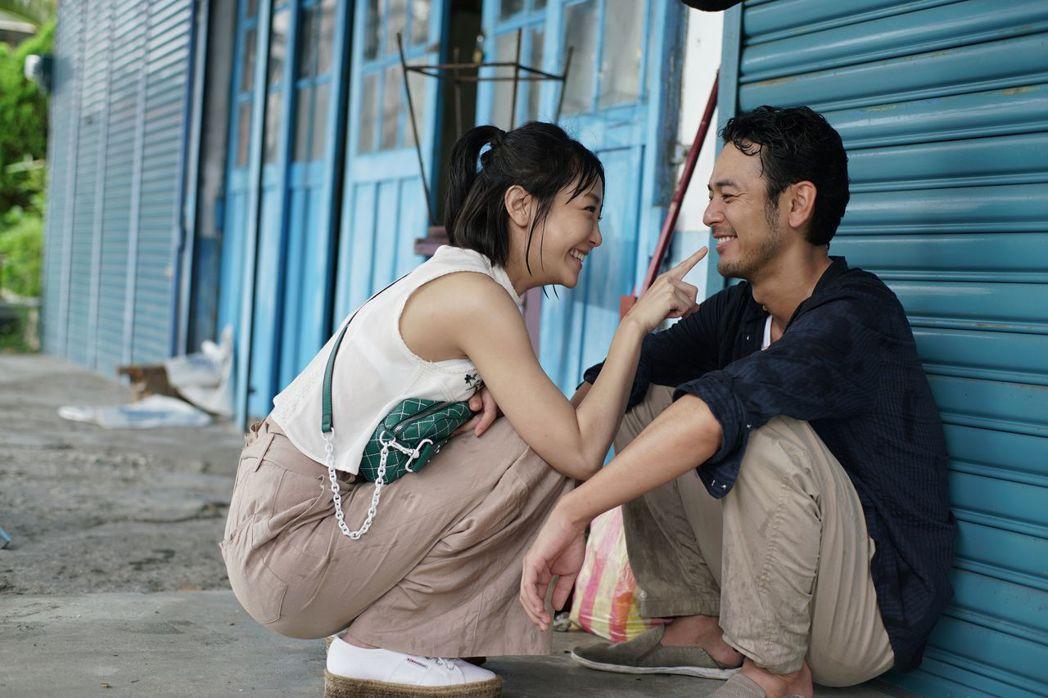 謝欣穎和妻夫木聰在「亡命之途」有感情對手戲。圖/威視提供