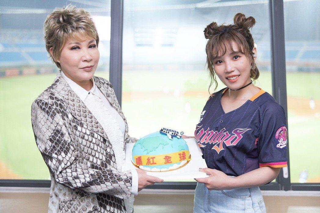 黃小琥和李佳薇同為6月壽星。圖/華納音樂提供