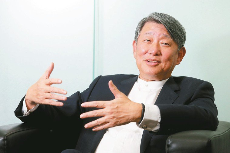 崇越集團董事長郭智輝身材高大精實,在運動飲食上都有自己的堅持。 記者徐兆玄/攝影