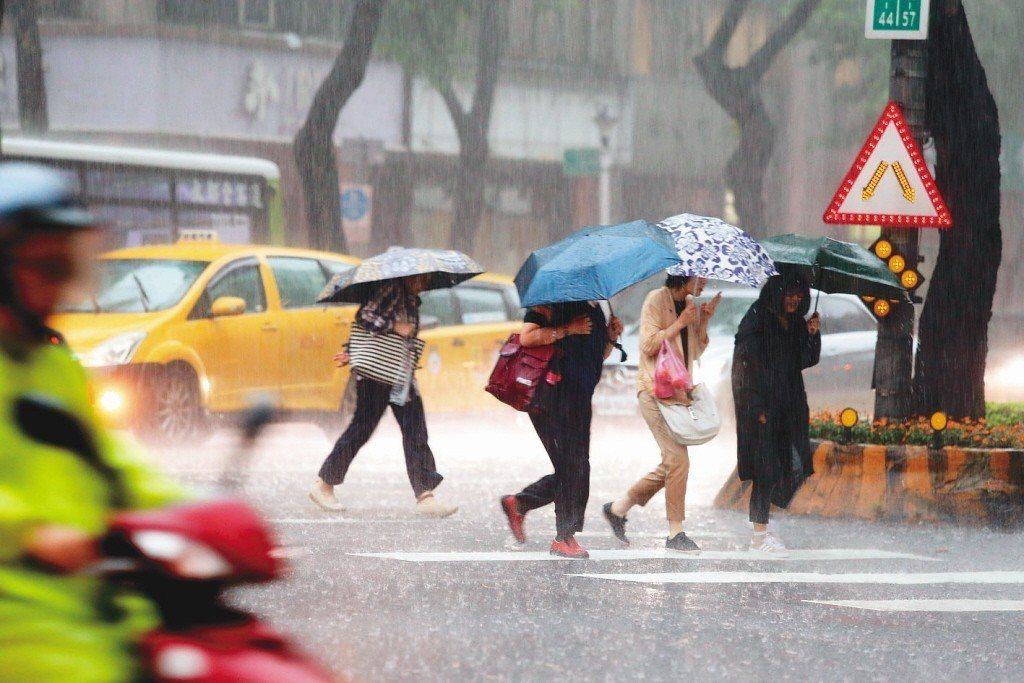 午後對流雲系發展旺盛,易有短時強降雨。 聯合報系資料照片/記者邱德祥攝影