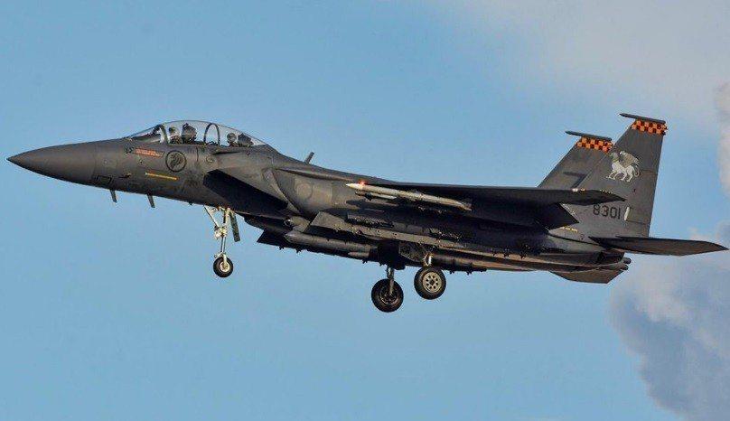 酷航一架從菲律賓宿霧飛往新加坡航班今天接獲炸彈恐嚇。國防部長黃永宏表示,新加坡空...