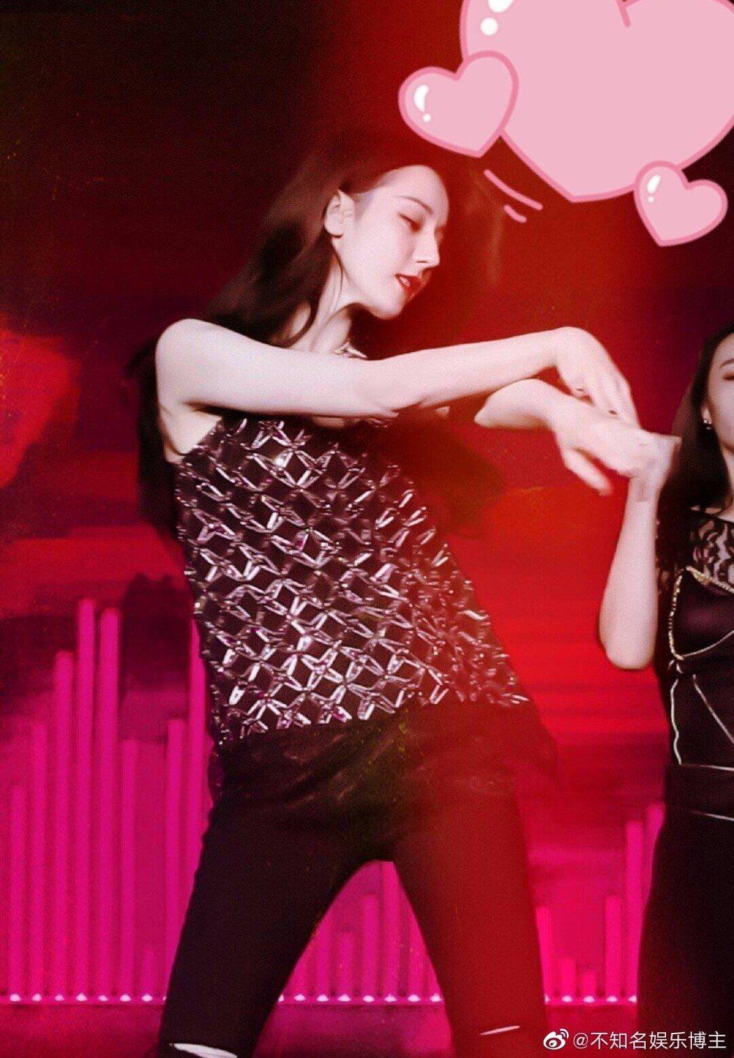 迪麗熱巴在生日會上熱舞。 圖/擷自微博