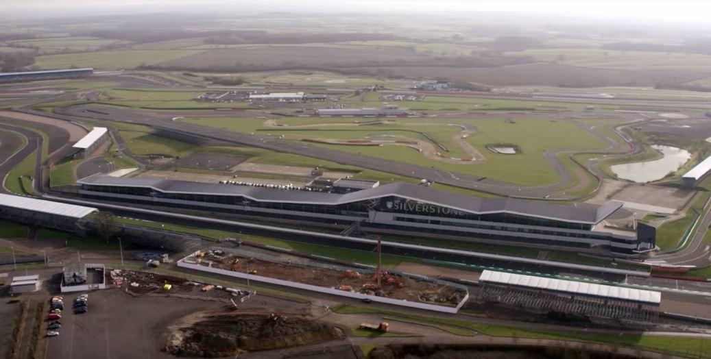 本身為英國人的Lewis Hamilton來到熟悉的英國銀石賽道。 摘自Netf...