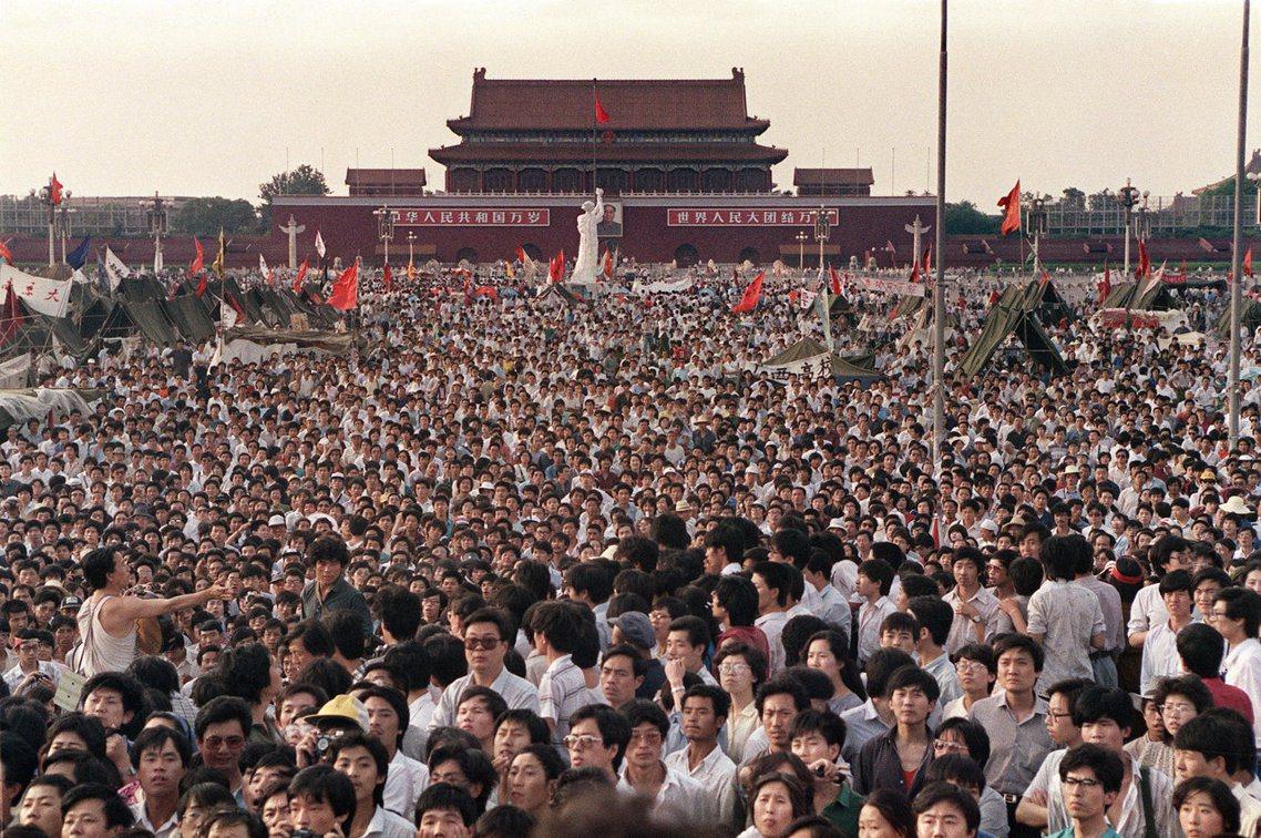 2日當天,廣場上又有上萬人聚集,四君子的絕食行動讓士氣為之一振。法新社 Cath...
