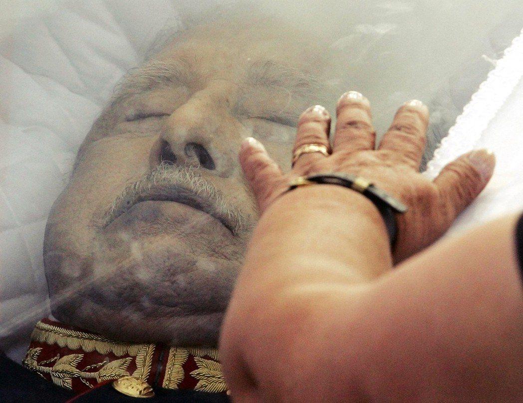 皮諾契一直到去世前,儘管面臨幾次引渡或被起訴的機會,但都因司法體系的庇護而落空—...