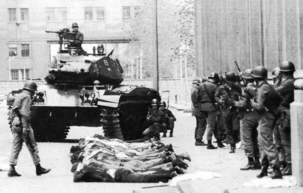 智利獨裁者皮諾契(Augusto Pinochet)於1973年發動政變、推翻左...