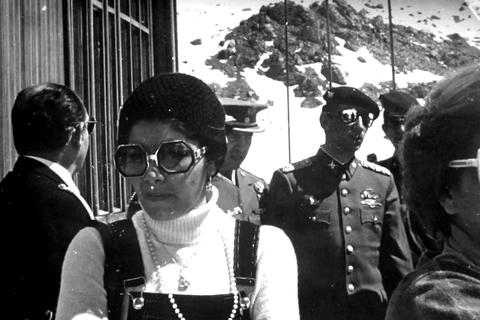 DINA的情報頭子孔特拉斯,在智利民主化後因人權侵害罪被處以500年以上的刑期,...