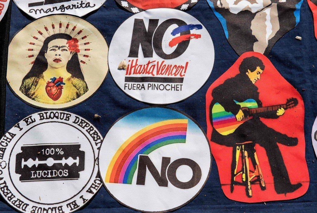 皮諾契的下台,與1988年的一場公投有著密切關聯。當年10月5日,皮諾契在國際壓...