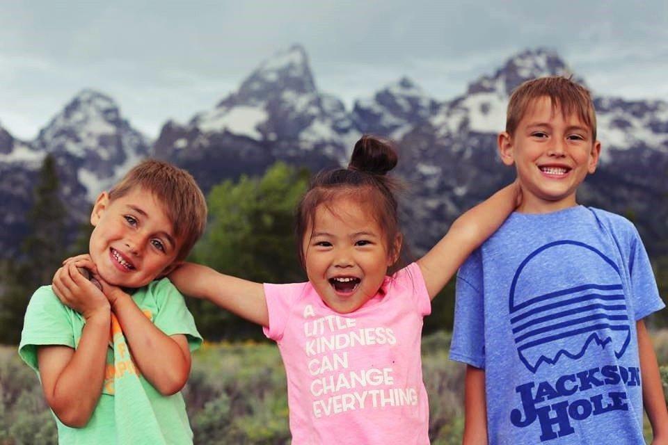 最重要的,是收出養家庭與孩子的人權:孩子有健康在安全環境中健康快樂長大的權利,出...