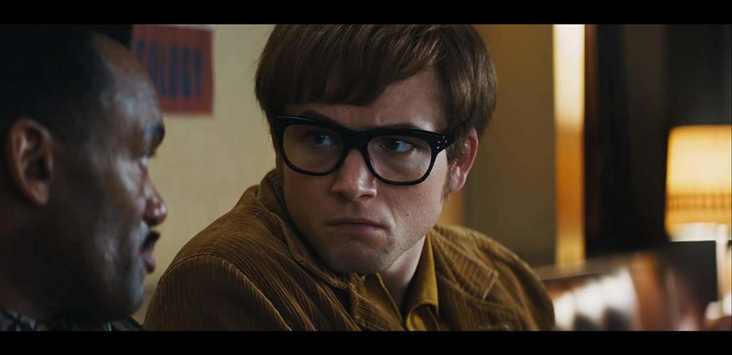 泰隆艾格頓不滿「火箭人」中的男男激情戲在俄羅斯被剪光。圖/摘自imdb