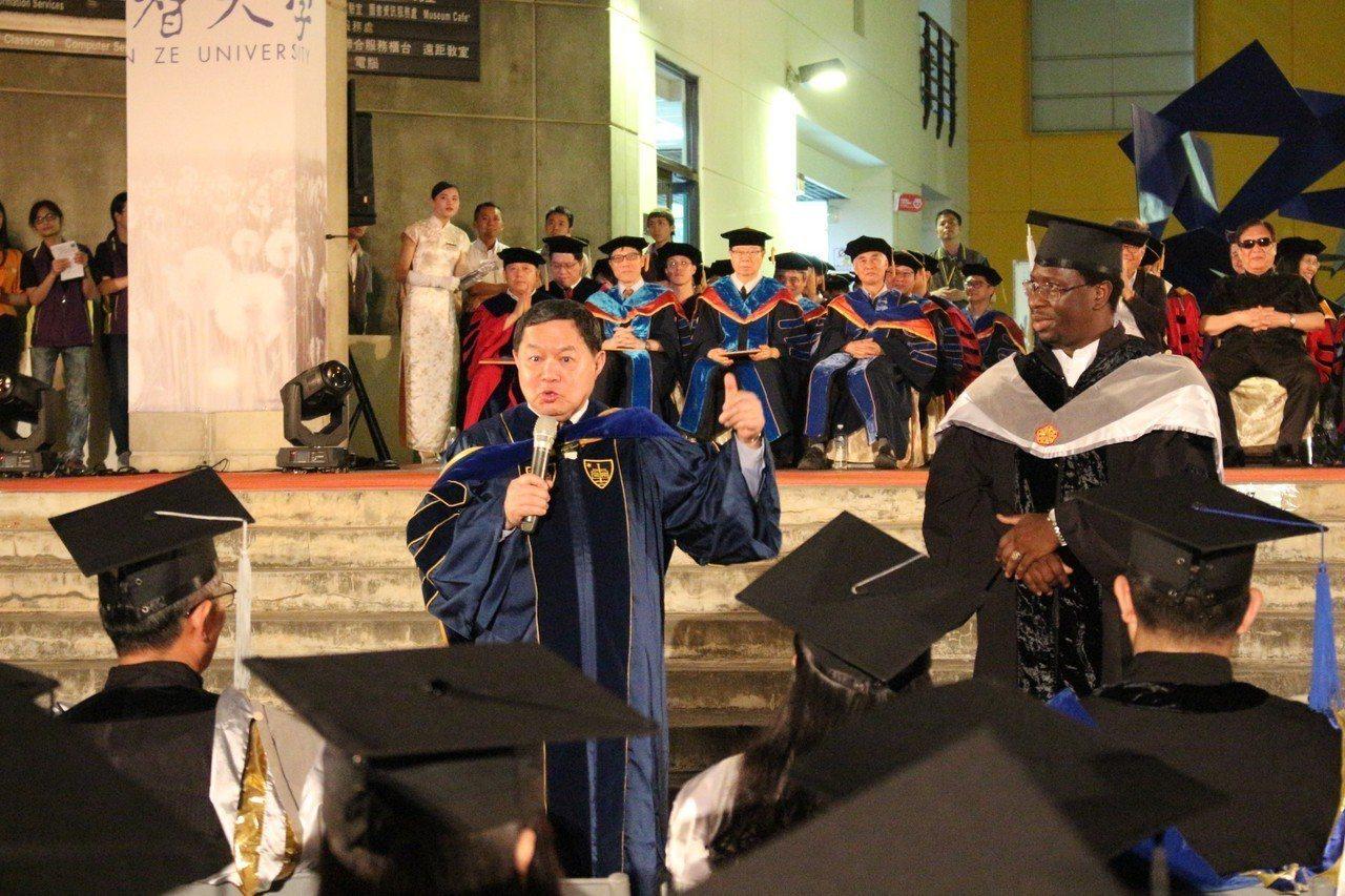 徐旭東稱讚指鄭文燦是會做事的市長。圖/元智大學提供