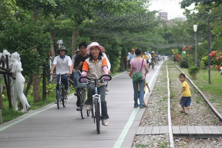 騎乘自行車經濟、環保且能促進健康,聯合國將每年的6月3日訂為世界自行車日。圖為示...
