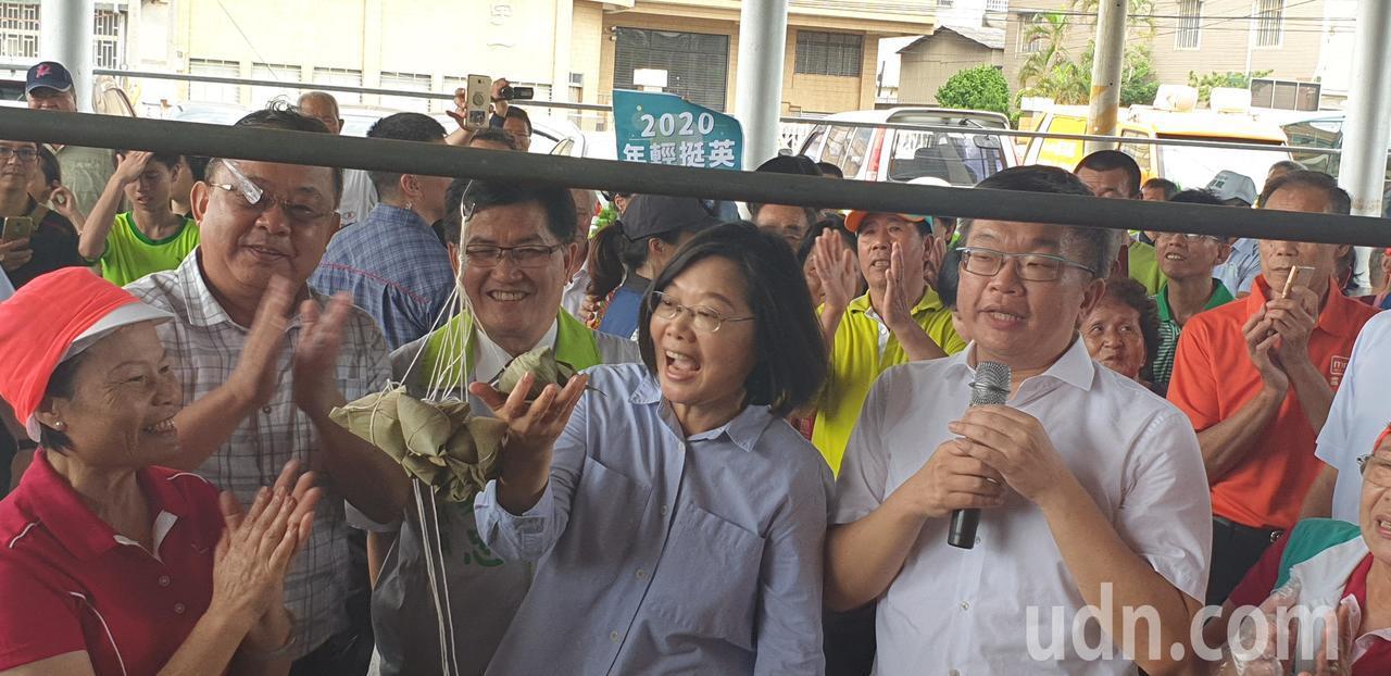 影/蔡英文包粽子先致歉 蔡其昌:繼續支持她當總統