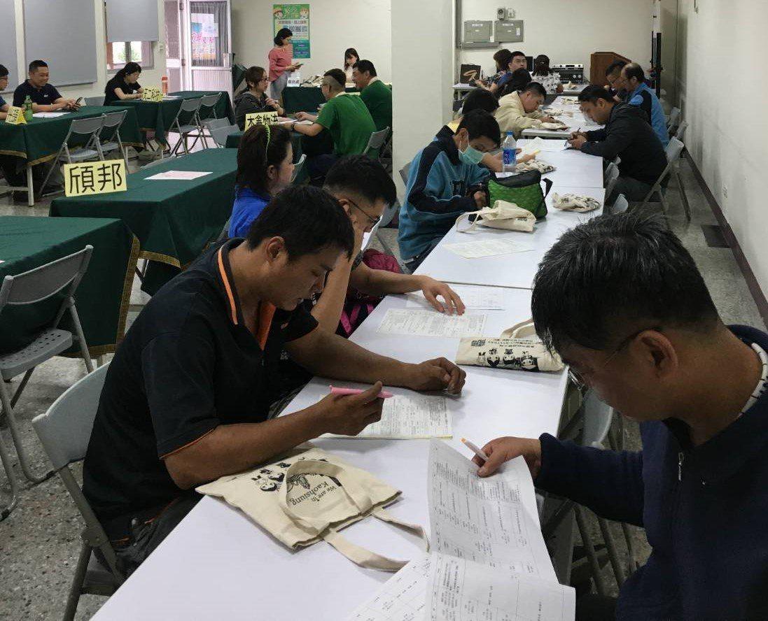 高雄市勞工局6月第一周舉辦5場徵才,共有18家廠商釋出400個以上職缺,包括日月...