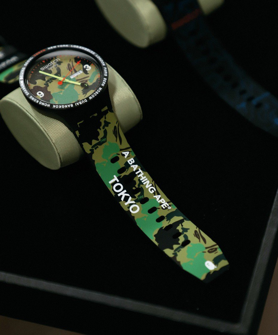 SWATCH與BAPE聯名的Big Bold系列東京款腕表,日前率先在東京開賣400只,不到一個上午就完售。圖/SWATCH提供