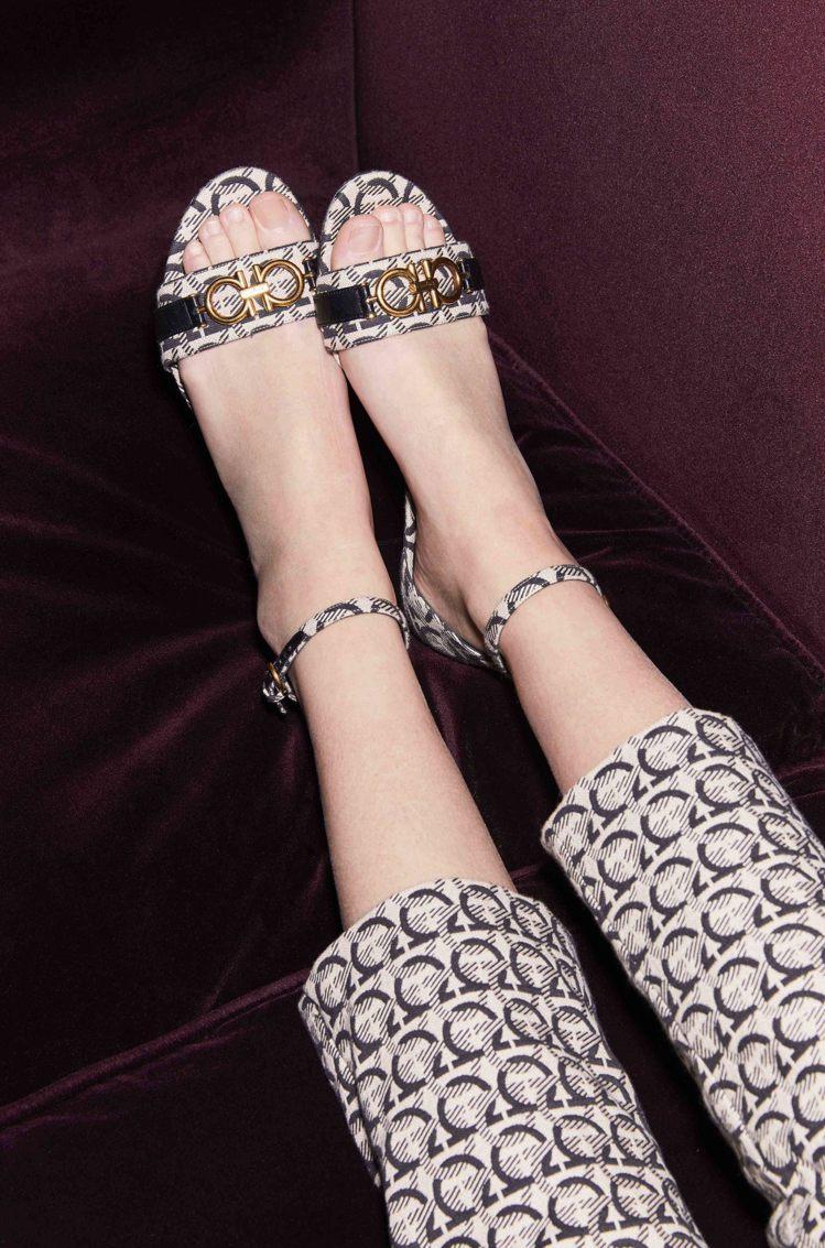 COMO Gancini Monogram涼鞋,24,900元。圖/Ferrag...